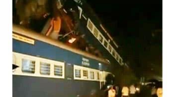 Video : मुंबई में दो ट्रेनों भिड़ीं, एक की मौत, 15 घायल