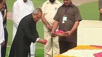 Video : Pranab visits Rajghat before swearing-in