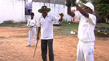 Video : This autorickshaw driver is also a skilled cricket coach