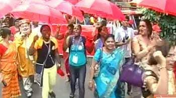 Videos : कोलकाता में सेक्स वर्करों का प्रदर्शन