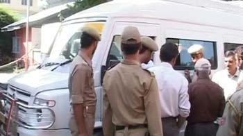 Video : J&K: 3 killed in cylinder blast on tourist bus