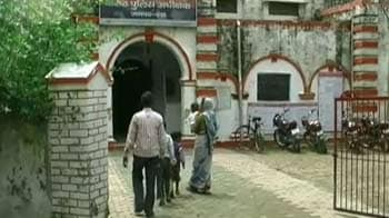 Videos : पंचायत चेयरमैन की गुंडागर्दी, सफाईकर्मी को पिलाया पेशाब