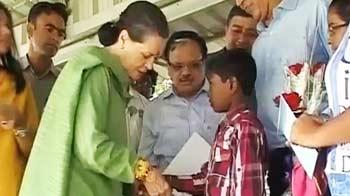 Videos : रक्षाबंधन : सोनिया के घर पहुंचे बच्चे, नीतीश ने पेड़ को बांधी राखी