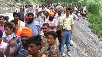 Video : 3000 pilgrims stuck near Badrinath after landslides