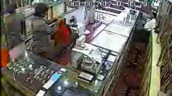 Video : Caught on camera: Employee runs off with jewellery worth a crore