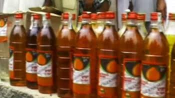 Video : इंद्रदेव को मनाने के लिए शराब का लंगर