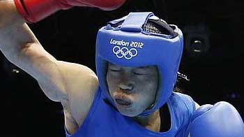 Video : Mary Kom in semifinal, assured of a medal