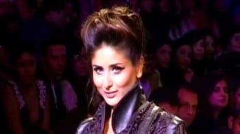 Video : Kareena's lonely walk down the runway