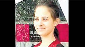 Videos : फेसबुक पर अश्लील संदेशों से परेशान छात्रा ने की खुदकुशी