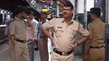 Videos : मुंबई में ट्रेन की चपेट में आने से तीन दोस्तों की मौत