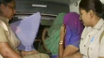 Videos : जीबी रोड पर छापा, तहखाने में कैद चार लड़कियां मुक्त