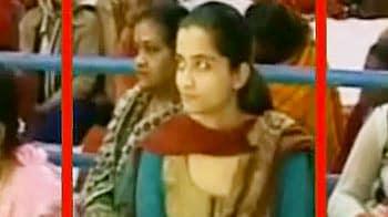 Videos : कांडा के घर हुए एक कार्यक्रम में मौजूद गीतिका का वीडियो...