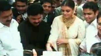 Video : Aishwarya's  24-karat treat