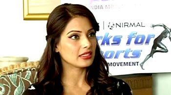 Video : Bipasha on the 'jeans test' to gauge your fitness!