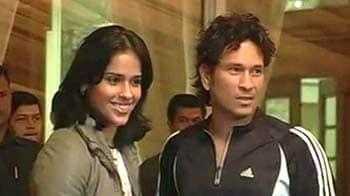 Video : 'God of cricket' meets Saina Nehwal