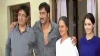 Video : Ajay Devgn's <i>Himmatwala</i> mahurat shot streamed live