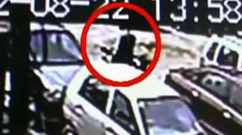Video : बाइक चुराते शख्स की तस्वीरें कैमरे में कैद