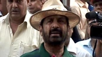 Video : CWG scam: Suresh Kalmadi granted contracts without bids, say sources