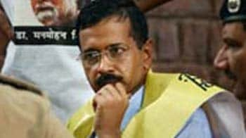 Video : Arvind Kejriwal detained, released; water canons, tear gas used on protestors
