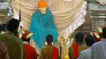 Videos : शिरडी के साईं मंदिर में 'बेस्वाद' हुआ प्रसाद
