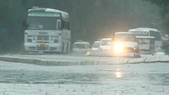 Videos : दिल्ली में मुसीबतों की बारिश, कई जगहों पर पानी भरा