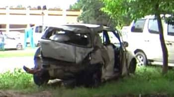 Videos : नोएडा एक्सप्रेस-वे पर गाड़ी ने दो छात्रों को कुचला