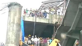 Videos : न्यूज़रूम : मेट्रो का स्लैब गिरा, एक मरा