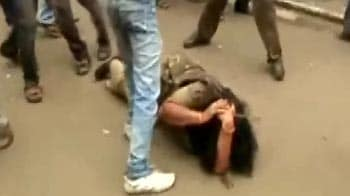 Video : How Congress protestors assaulted a policewoman