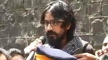 Video : Cartoonist Aseem Trivedi released from Mumbai jail