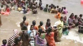 Video : Anti-nuclear protesters begin <i>jal satyagraha</i> at Kudankulam