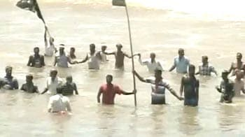 Video : Kudankulam controversy:'Jal Satyagraha' by protesters enters second day