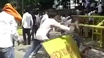 Videos : डूसू चुनाव में हार के बाद एबीवीपी समर्थकों का हंगामा