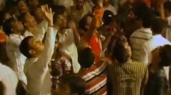Videos : मथुरा : बरसाना मंदिर में भगदड़, दो की मौत