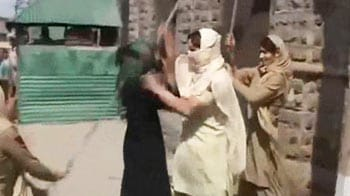 Video : Protests turn violent in Srinagar, Medical students clash with police