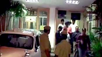 Video : दिल्ली : होटल के कमरे में मिली महिला की लाश