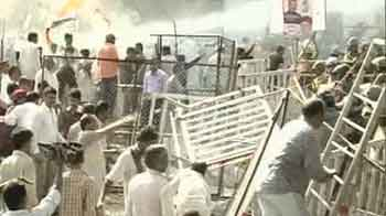 Video : Congress workers lathicharged in Bhopal as they tried to gherao Chief Minister's office
