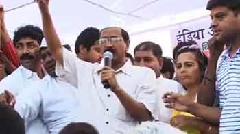 Videos : केजरीवाल का 'कनेक्शन जोड़ो' अभियान जारी