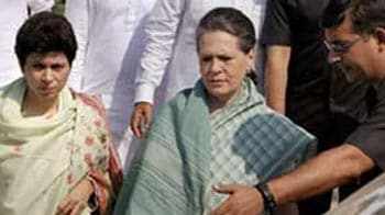 Video : Sonia visits rape victim's family, rejects khap panchayat's stand