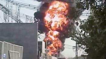 Videos : ओखला : ट्रांसफार्मर में लगी भीषण आग