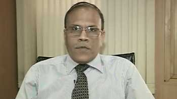 Video : Hold Axis Bank, switch from Fortis to Ranbaxy, Dishman Pharma: Experts
