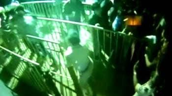 Video : Caught on camera: Pune cop creates ruckus at Enrique concert
