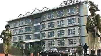 Videos : श्रीनगर में होटल पर आतंकी हमला, एक की मौत
