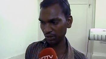 Videos : सीने से लगाए रखे रिक्शेवाले की बेटी की हालत बिगड़ी