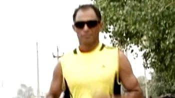 Video : Arun Bhardwaj goes one better than Milind Soman!