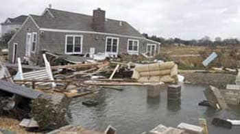 Video : US East Coast reels from deadly Superstorm Sandy; over 40 dead