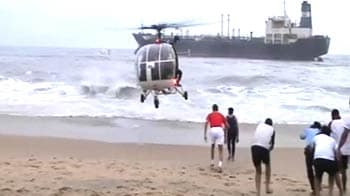 Video : Cyclone Nilam: Choppers, boats rescue 15 sailors, five still missing