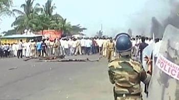 Videos : महाराष्ट्र में उग्र हुआ किसान आंदोलन, पुलिस वैन फूंकी