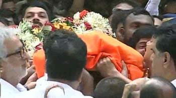 Video : Lakhs of supporters join Bal Thackeray's last journey