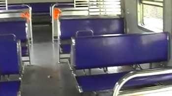 Videos : मुंबई : खाली चलीं लोकल ट्रेनें