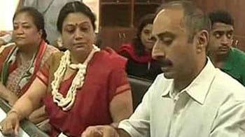Video : Gujarat polls: Suspended IPS officer Sanjiv Bhatt's wife to contest against Narendra Modi